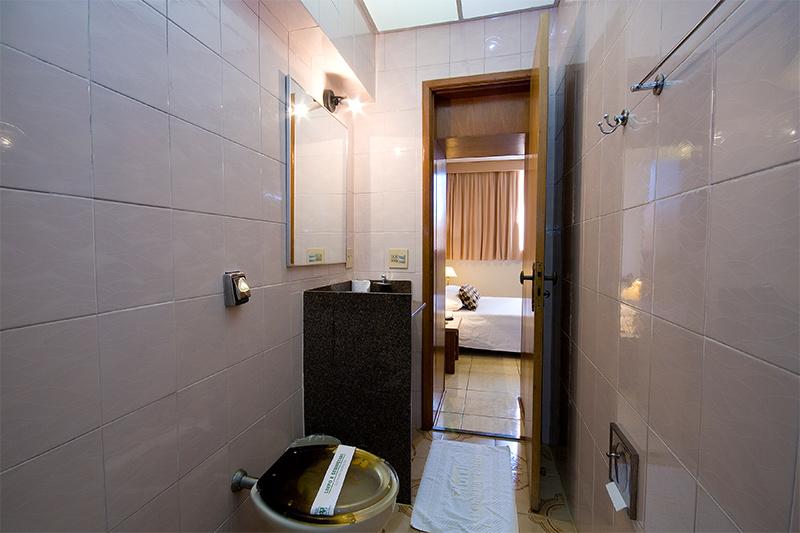 duplo-casal-banheiro-800x533